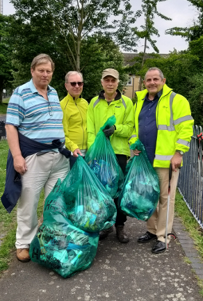 Image of Cllr Steve Curran, Cllr Guy Lambert and two resident volunteers litter picking at Clayponds Lane.