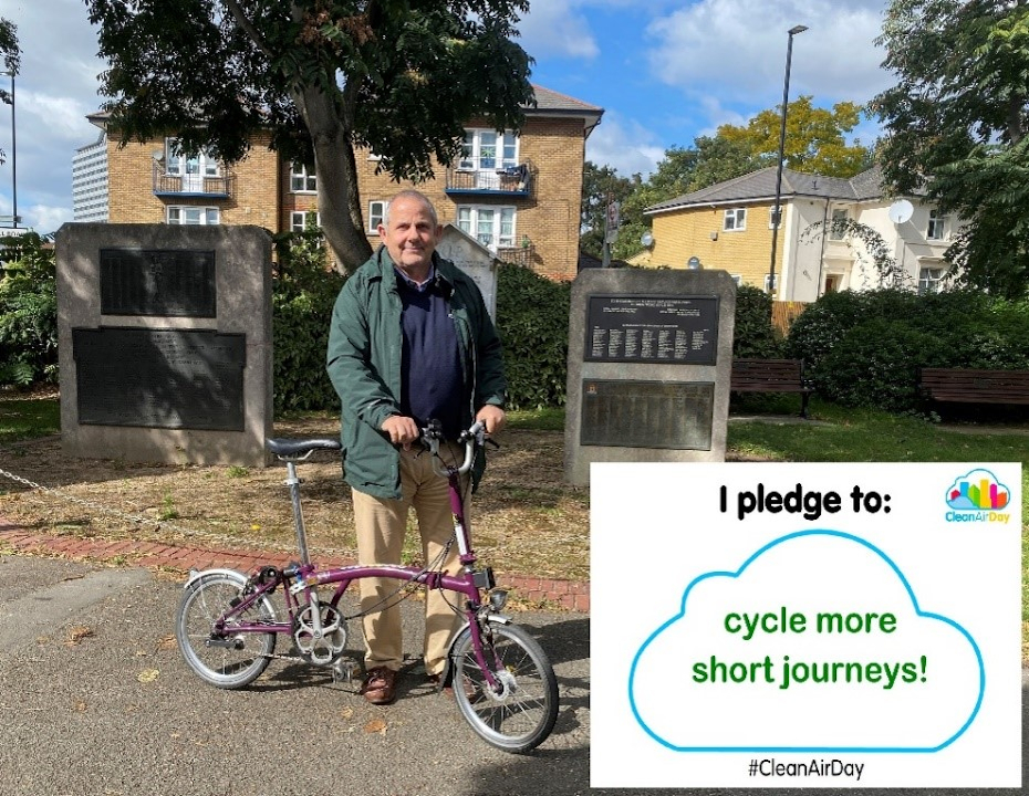 Image of Cllr Curran making a Clean Air Day pledge. Reads: I pledge to cycle shorter journeys!