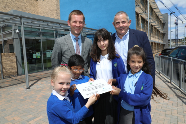 Image of Cllr Curran and Cllr Tom Bruce with pupils from Hounslow Town Primary school