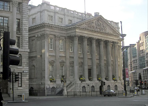 Image of Mansion House in central London.