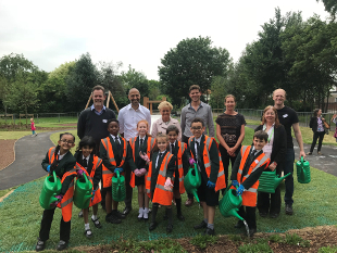 Representatives from idverde, LUC, Hands on London and Hounslow Council join staff and children from Oakhill Academy and the Deputy Mayor at St Dunstan's Park, Feltham.