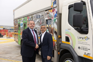 Image of Councillor Curran and Mayor of London Sadiq Khan shaking hands.