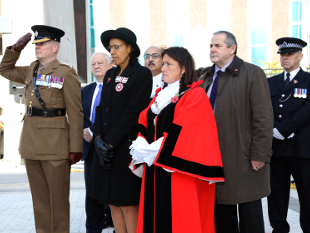 Image of dignitaries observing the silence for Remembrance Day