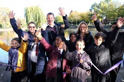 Angela Parton, Local Resident and Community Lead, Lee Williams, Parks Project Manager, Stefania Horne, Head of Parks, with Edward Pauling Primary School pupils