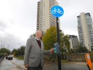 Image of Cllr Mel Collins at Brentford Towers tapping a Beat The Street box.